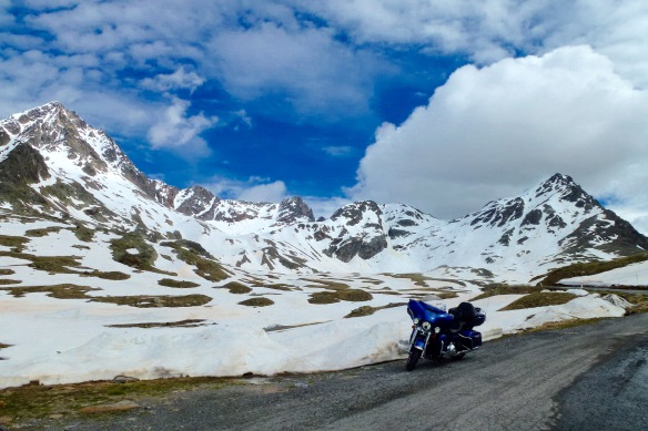 Gavia Pass, for those that like their mountains pointy and peaceful!
