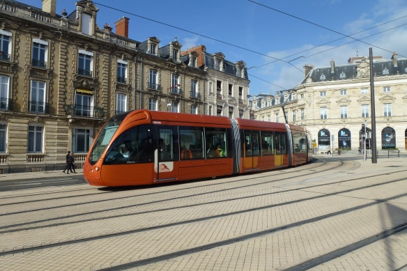 Le Mans trams in the Cité Plantagenet.