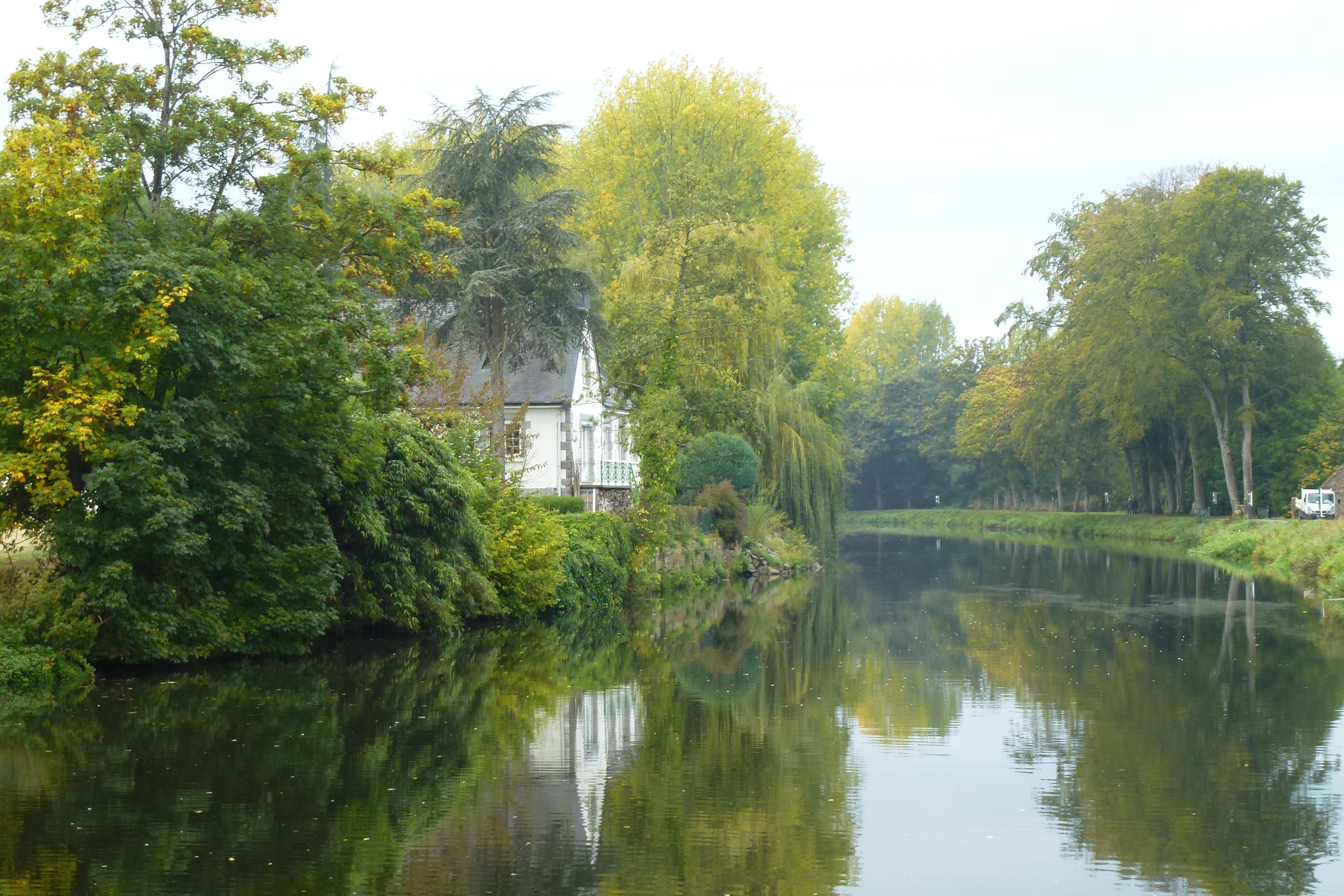 The Brest - Nantes Canal at Josselin.